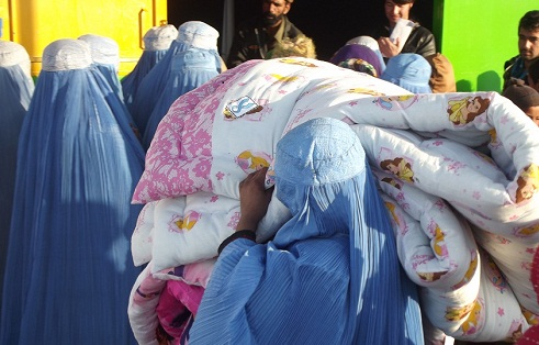 APV distributing duvets to Kuchi refugee camp